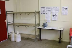 Originele bedden, tafel, luchtpomp en waterflessen